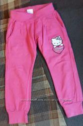 модные спортивные штанишки Sanrio Hello Kitty на девочку 4-5 лет