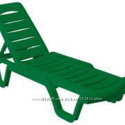 Шезлонг-лежак пластиковый для дачи