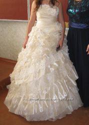 Продам шикарное выпускное - свадебное платье в идеальном состоянии
