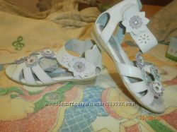 Продам туфли белые TIRANITOS, босоножки для школы