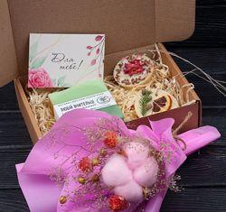 Подарочный набор натуральной косметики с букетом, вкусные ароматы