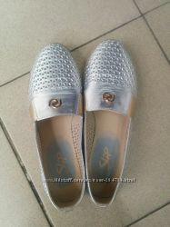 Кожаные балетки серебряного цвета