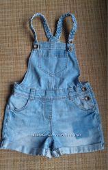 Стильный джинсовый фирменный комбинезон. Возраст 5-6 лет. Рост 110-116см.