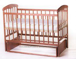 Детская кроватка Наталка с маятниковым механизмом, светлая и темная