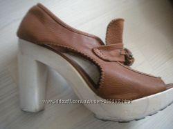 Разные кожаные  туфли