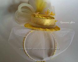 Желтая шляпка на обруче с вуалью