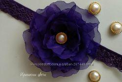 Фиолетовый цветок из шифона на повязке