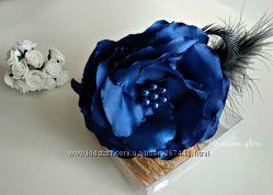 Темно-синий цветок на обруче