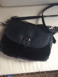 Стиляжная меховая сумочка.