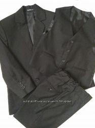 Школьный костюм тройка мальчику 128-134 размер.