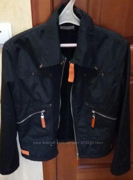 Продам спортивную куртку женскую
