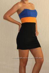 Стильное трехцветное платье