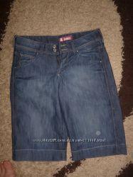 продам фирменные джинсовые капри бриджи шорты на разм 27-28, или M-L, в отл