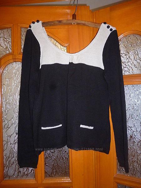 продам укороченый свитер кофту с открытой красивой спинкой, на разм 48-50 и