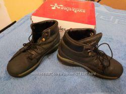 Продам демисезонные ботинки на мальчика фирмы SWISSIES