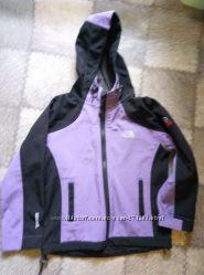 Продам детскую куртку фирмы The North Face рост 122 см
