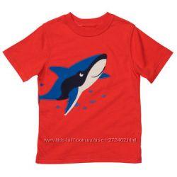 Чудная футболочка CARTERS на 6 мес с акулой