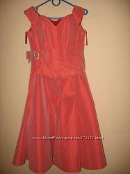 Продам ефектное  платье. Размер М.