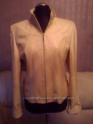 шикарный пиджак кожаный светло молочного цвета   фирмы senkuangyi
