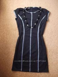 Красивое платье со стройнящими полосами