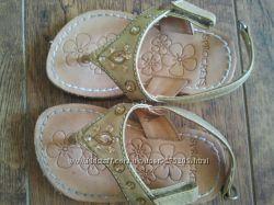 Красивые сандали для маленькой модницы
