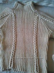 Молодежный свитер крупной вязкой