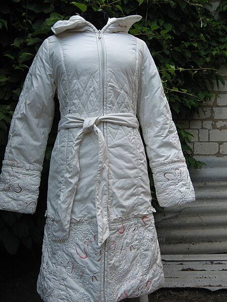 Белое зимнее пальто с вышивкой размер S