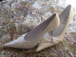 новые свадебные туфли 39р.