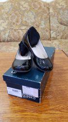 Красивые кожаные лакированные туфельки Braska