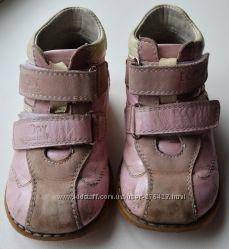 Продам демисезонные ботинки Ecoby