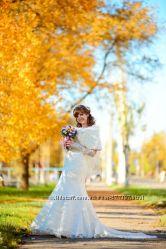 Элегантное свадебное платье росшито бисером