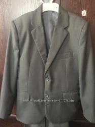 Школьный костюм DANAYA тройка  р. 122-128 Отличное Состояние