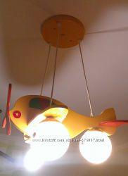 деревянная люстра-самолет
