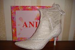 Ботинки белые кружевные 37 размер