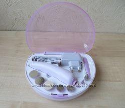 РаспродажаНеобыкновенно удобный набор для домашнего маникюра и педикюра.