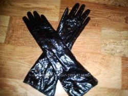 Удлиненные перчатки лаковая кожа