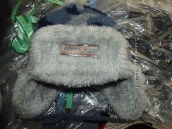 Зимняя шапка на мальчишку, голубая на меху с балабоном.