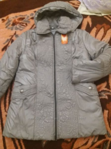 Женская демисезонная серая курточка на синтепоне. Капюшон на змейке.