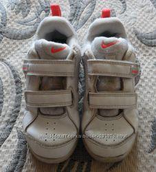Дешево. Продам кожаные кроссовки Nike оригинал. Стелька 15. 5 см