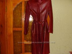 продам плащ кожаный бордово-красного цвета