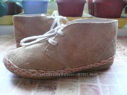 ботинки дезерты для девочки Clarks длина по стельке 18, 7 см