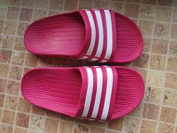 шлепки Adidas для девочки длина по стельке 20,5 см 31 размер