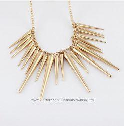 Ожерелье в стиле панк в золоте и серебре.