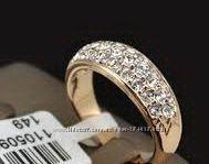 Эффектное кольцо с кристаллами Сваровски.