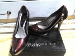 Симпатичные туфельки с молнией по бокам