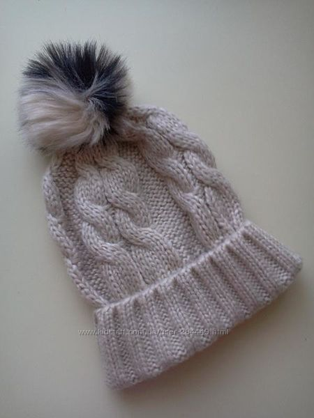 Вязаная шапочка с меховым помпоном от Miss Selfridge