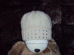 Теплая шапка со стразами