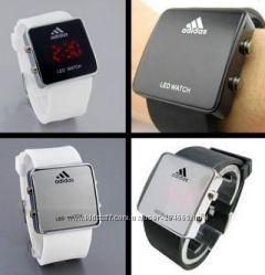 Стильные светодиодные часы Adidas