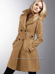 Пальто от Victoria&acutes Secret размер М USA 8-10
