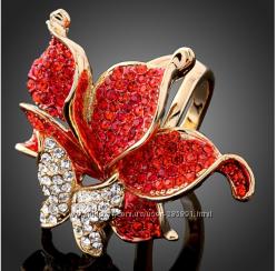 Нарядное кольцо Бабочка на цветке со стразами Сваровски